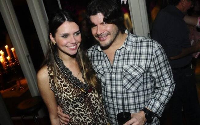 Paulo Ricardo estava acompanhado da namorada Luciana Fígaro