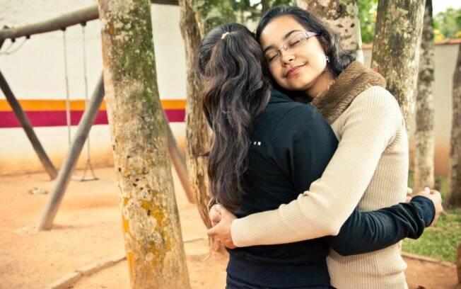 Quatro anos depois de deixar o abrigo, Dayara volta para buscar a irmã mais nova