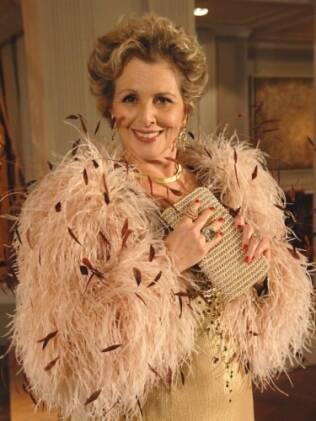 Irene Ravache interpreta a perua Clô