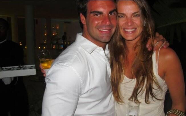 Letícia Birkheuer foi acompanhada do joalheiro Alexandre Furmanovich, apontado como seu namorado
