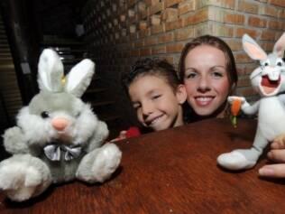 Davi e a mãe, Viviana: tradição de Páscoa envolve três gerações