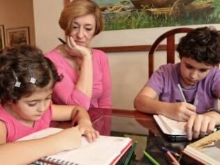 Carmem Malzone auxilia na educação dos netos Victor e Renata. Ela e a filha são afinadas quanto às regras de disciplina da casa