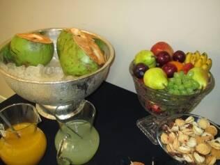 Frutas e docinhos no camarim de Gisele Bündchen