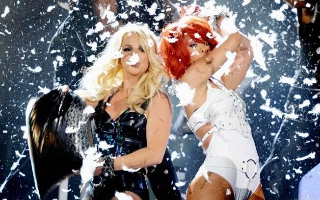 Britney Spears e Rihanna juntas no palco