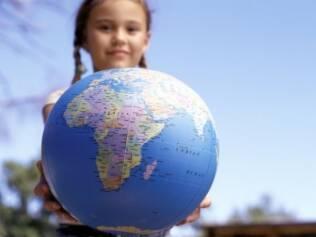 Crianças bi ou multilíngues: misturar os idiomas é comum apenas no início do processo de aprendizagem