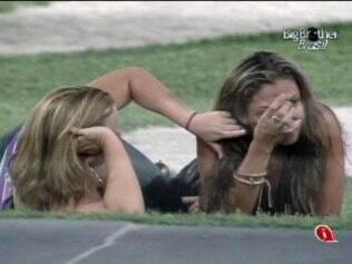 Natália chora com comentário de Paula