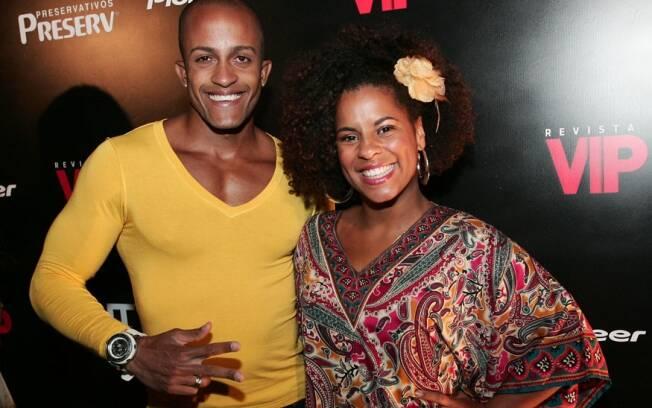 Janaína feliz com o silicone, ao lado do namorado, Marcos Xavier