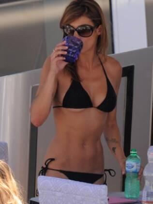 Elisabetta Canalis em temporada Riviera Francesa