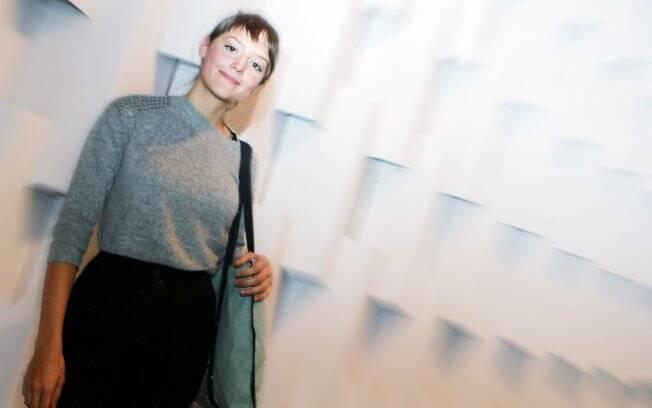 Além de assistir aos desfiles, Mallu Magalhães trabalha na semana de moda
