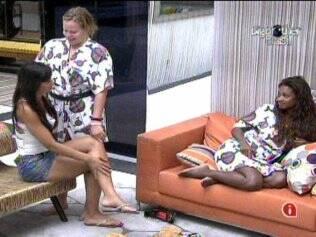 Paulinha lembra a brincadeira sensual entre Jaque e Rodrigão