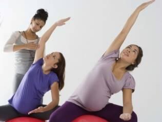 Ioga é um dos exercícios recomendados às gestantes