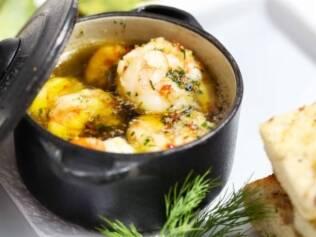 Que escoltar o camarão à provençal com pilsen?