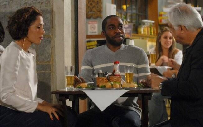 André atrapalha o programa de Carol e Raul no Bar do Gabino