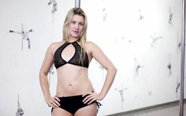 A dançarina Renata Wilker acredita que os seios grandes atrapalhariam os movimentos na barra
