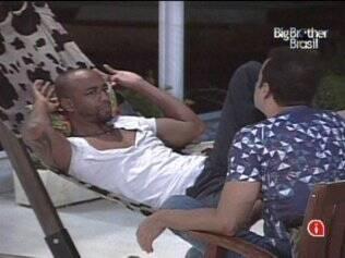 Lucival e Daniel trocam impressões sobre quem da casa quer dinheiro e quem só quer fama