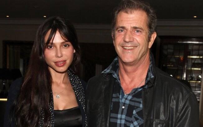 Mel Gibson e Oksana Grigorieva na época em que estavam juntos
