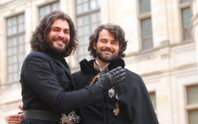 Thiago Lacerda e Carmo Dalla Vecchia interpretam os reis Teobaldo e Augusto