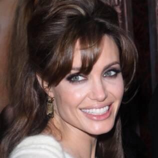 Você sabe dizer se o sorriso de Angelina Jolie é de alegria ou apenas cortesia? Faça o teste