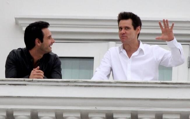Os amigos Rodrigo Santoro e Jim Carrey se encontram no Copacabana Palace