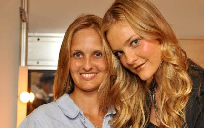 Carol Trentini com a irmã Elen
