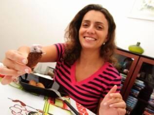 Renata Weiss mostra sua iguaria favorita durante a gestação da primeira filha: quibe embebido em queijinho petit suisse