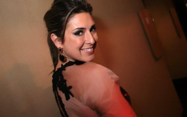 Fernanda Paes Leme aposta no modelito rendado