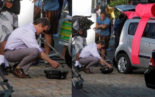 Dalton Vigh tenta trocar pneu de carro
