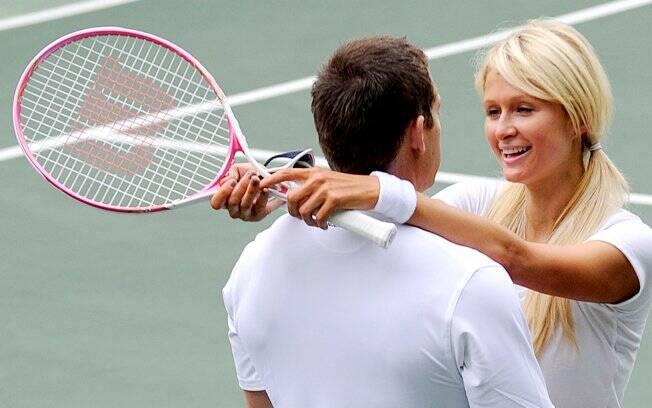 Paris Hilton e Cy Waits jogando tênis, em Beverly Hills