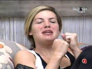 Diana imita Maria dormindo
