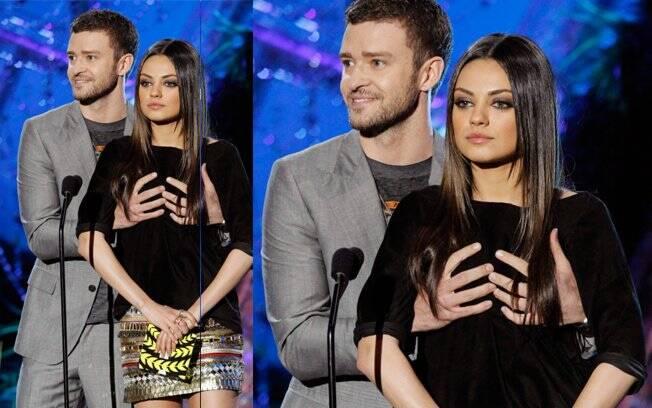 Justin agarra os seios de Mila Kunis ao tentar negar o namoro dos dois