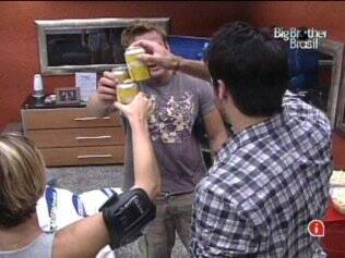 Brothers brindam aos finalistas do reality