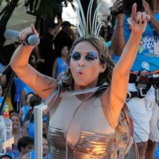 Alinne Rosa é vocalista da banda Cheiro de Amor