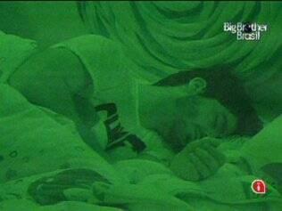 Rodrigão dorme no Quarto Jujuba