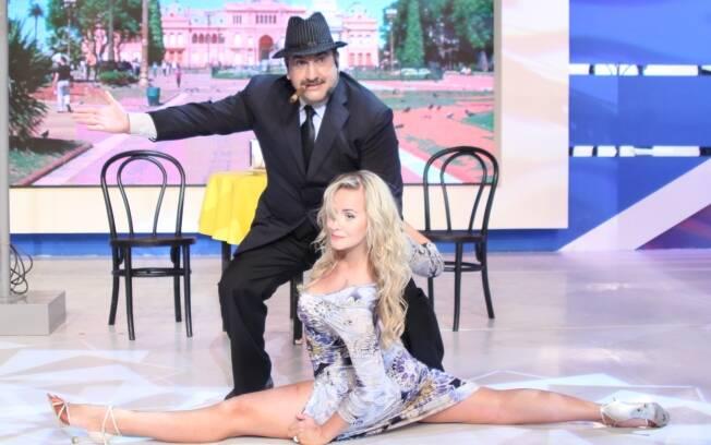 Lola Melnick participa do Programa do Ratinho e dança tango com o apresentador