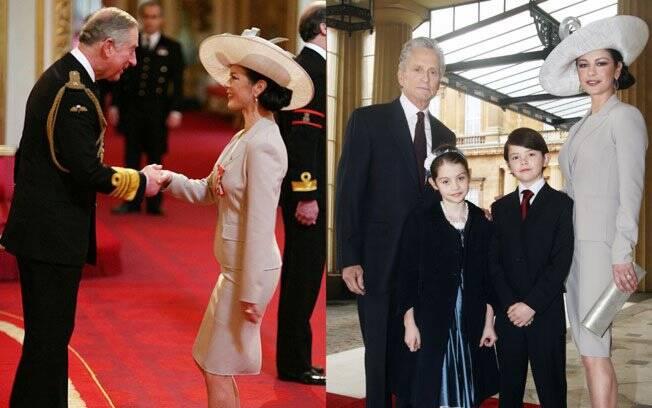 Catherine Zeta-Jones com o Príncipe Charles e com a família no Palácio de Buckingham