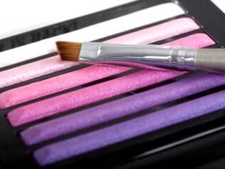 A maquiagem não deve ser guardada em ambientes úmidos, como o banheiro