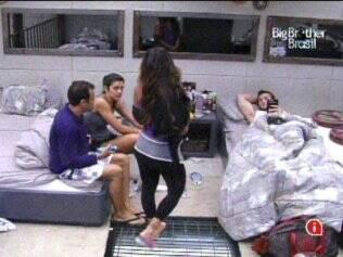 Talula, Daniel e Maria querem que Wesley vote em Cris