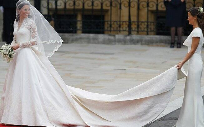 Catherine Middleton escolheu um vestido de Alexander McQueen, feito pela diretora criativa da marca, Sarah Burton, para dizer o sim ao Príncipe William