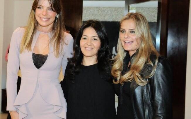 Cena rara: As duas ex-mulheres de Ronaldo, Daniella Cicarelli e Milene Domingues, se encontraram no lançamento da estilista Lu Monteiro em São Paulo, e posaram juntas