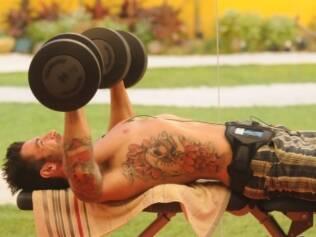 Cristiano é solteiro, torce para o Corinthians e é fã de Amy Winehouse e Ozzy Osbourne