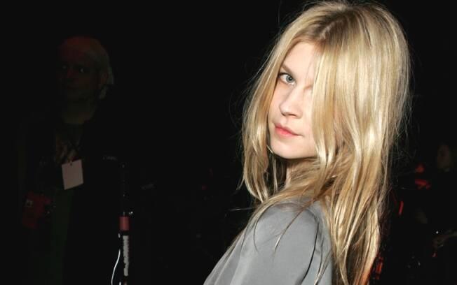 O loiro manteiga da jovem atriz francesa Clémence Poésy
