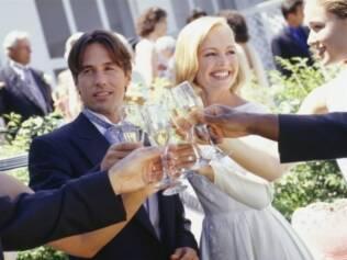 Em média, 10% a 20% dos convidados faltam a um casamento. Mas não se pode usar margem para aumentar a lista