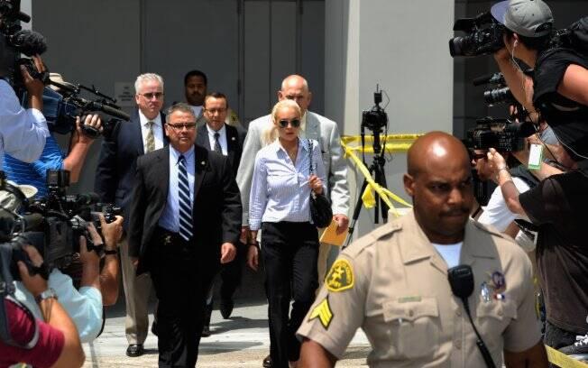 Lindsay Lohan deixa o tribunal LAX, em Los Angeles: punição leve por beber de novo
