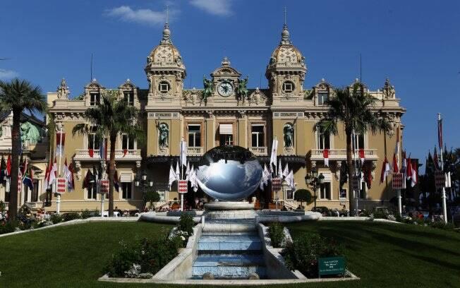 The Monte Carlo Casino durante as preparação para celebrar o casamento do Príncipe Albert II com a sul-africana Charlene Wittstock