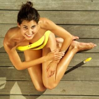 Banho de sol relaxa e você só precisa de duas coisas: biquíni e protetor solar