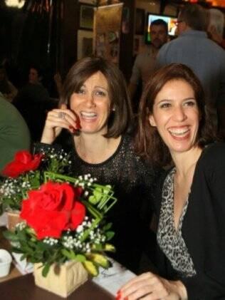 A atriz e comediante Márica Cabrita (à esquerda) teve um câncer no ovário diagnosticado. Está em tratamento e não parou de trabalhar