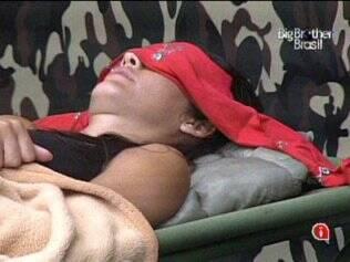 Talula dorme no Acampamento