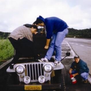 Mario Canna (de xadrez) durante a viagem de jipe que, por sorte, não acabou em tragédia