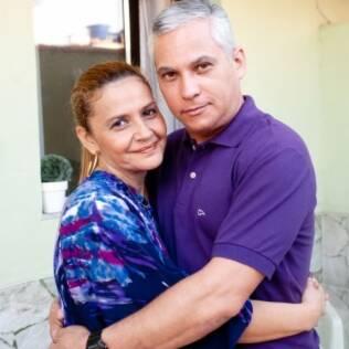 Cláudia e Paulo, casados há dezoito anos, vivem em casas separadas