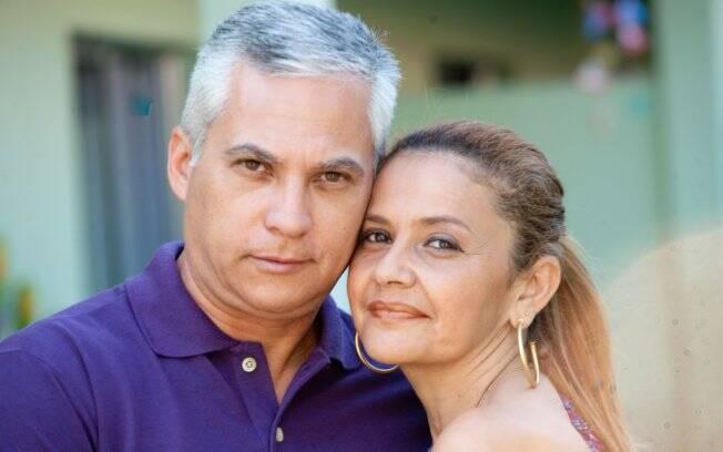 Cláudia e Paulo sempre viveram separados, mas são casados há 18 anos